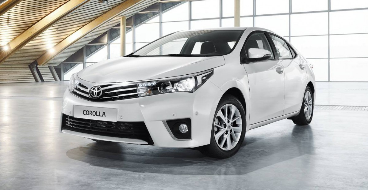 Hyundai Elantra Vs Toyota Corolla Altis – Sedan Fight